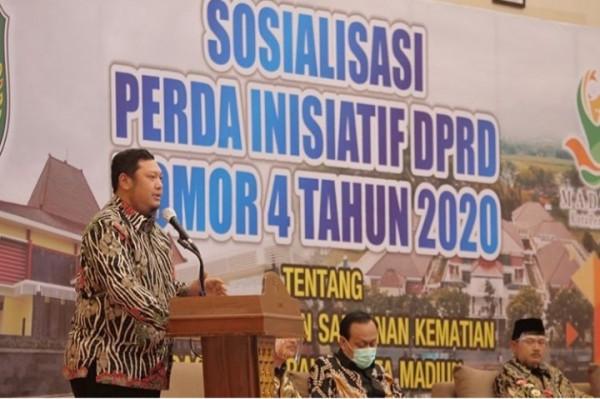 Ketua DPRD Andi Raya saat sosialisasikan PERDA Nomor 4 tahun 2020 di Sun Hotel Madiun.