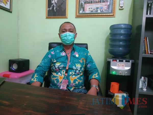 Ketua KPU Kabupaten Sumenep A. Warits saat ditemui di ruang kerjanya (Foto: Syaiful Ramadhani/JatimTIMES)
