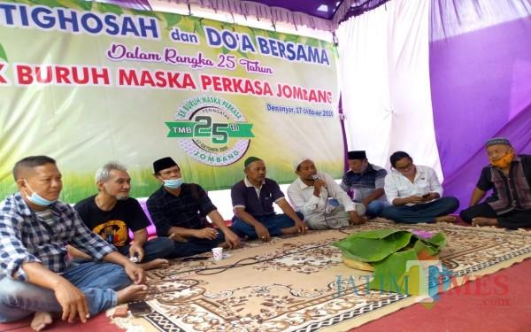 Para aktivis dan eks Buruh Maska Perkasa Jombang di acara silahturahmi. (Foto : Adi Rosul / JombangTIMES)