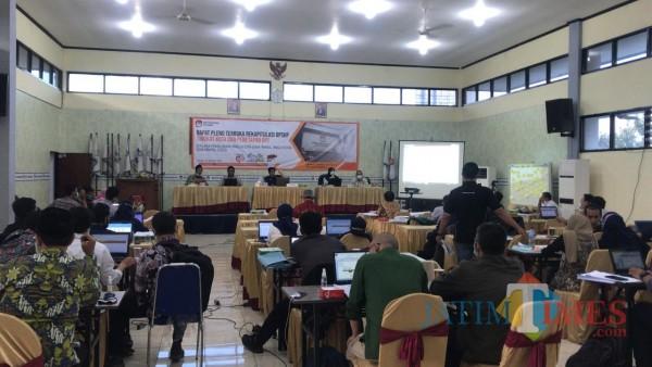 Rapat Pleno DPT Pilwali Surabaya Berlangsung Alot, Banjir Interupsi hingga 12 Jam