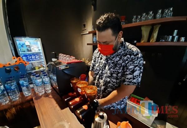 Awalnya Coba-Coba, Kopi Rasa Bir tanpa Alkohol Racikan Barista Kediri Digemari