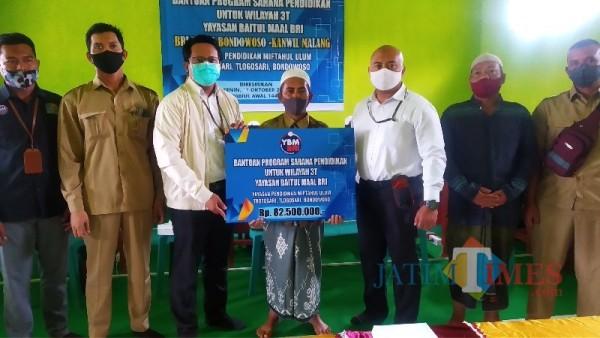 YBM-BRI Kanca Bondowoso Donasikan Komputer bagi Pelajar di Daerah Tertinggal