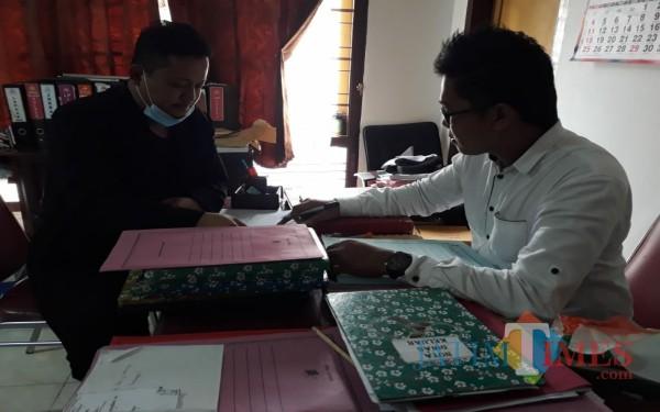 Ketua LSM Bintara saat serahkan aduan dan laporan ke Satreskrim Polres Tulungagung / Foto : Istimewa / Tulungagung TIMES
