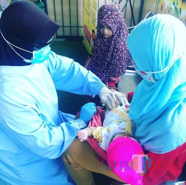 Layanan imunisasi di Puskesmas Bareng Kota Malang. (Foto: Instagram @puskesmasbareng).