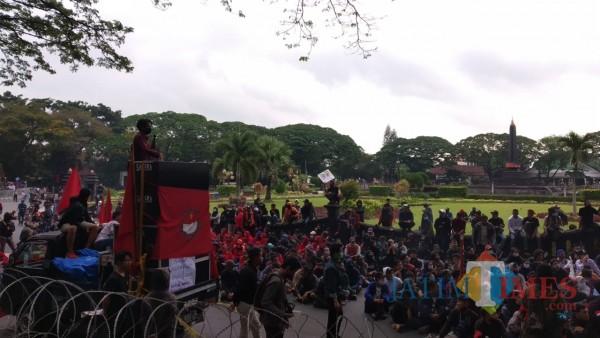 Demo Tolak Omnibus Law di Kota Malang Gelar Teatrikal: Mik tidak Saya Matikan
