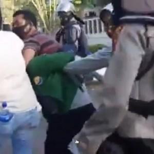 Viral, Diduga Perwira Polisi Nyamar Jadi Massa Demo dan Kenakan Almamater