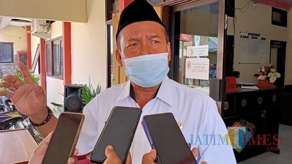 Kepala Dinas Koperasi dan UMKM Kabupaten Sumenep, Sustono saat diwawancara media (Foto: Ist/JatimTIMES)