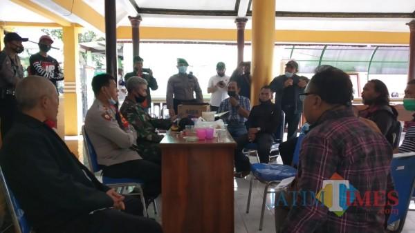 Mediasi warga Arjowinangun berkaitan dengan pemanfaatan Hippam Arjowinangun. (Pipit Anggraeni/MalangTIMES).