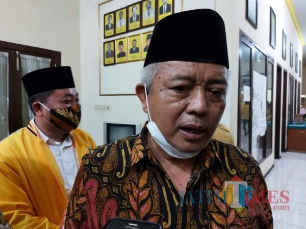 Calon bupati Malang HM. Sanusi saat ditemui awak media di Kantor DPD II Golkar Kabupaten Malang, Rabu (21/10/2020). (Foto: Tubagus Achmad/MalangTimes)