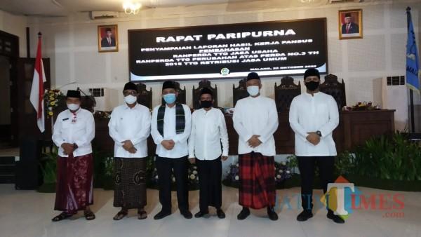 Suasana sidang paripurna di Gedung DPRD Kota Malang saat seluruh peserta kenakan pakaian khas santri untuk peringati Hari Santri Nasional (Pipit Anggraeni/MalangTIMES).