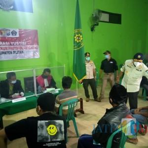 Pimpin Operasi Yustisi di Wlingi, Pjs Bupati Blitar Sosialisasikan 3M