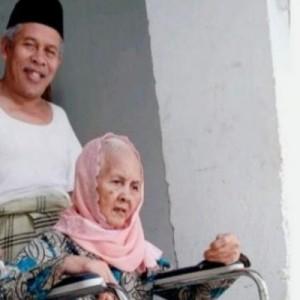 Kabar Duka, Ibunda Ketua PWNU Jatim KH. Marzuki Mustamar Meninggal Dunia