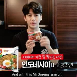 Aksi Yunhyeong iKON Bikin Rabokki dan Kimbab dari Indomie, Bikin Ngiler