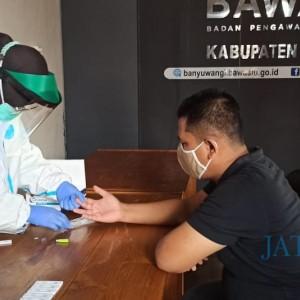 Pastikan Pengawas Pilkada Aman dari Covid-19, Bawaslu Banyuwangi Lakukan Rapid Test Masal