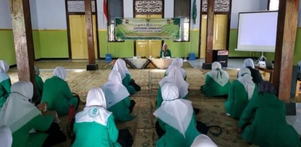 Pelatihan jurnalistik yang diikuti oleh PAC  Fatayat se-Kabupaten Madiun.