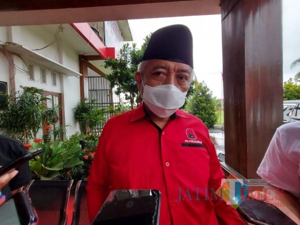 Calon Bupati Malang, HM. Sanusi saat ditemui awak media di Kantor DPC PDI Perjuangan Kabupaten Malang, Minggu (25/10/2020). (Foto: Tubagus Achmad/MalangTimes)