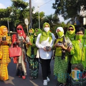 HUT ke-19 Kota Batu, HKTI Bagi-Bagi 2.000 Bibit Tanaman Cabai dan Terong