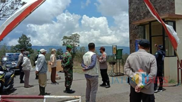 Kapolres Bondowoso AKBP Erick Frendriz saat memberikan arahan kepada anggota (Foto: Abror Rosi/JatimTimes)