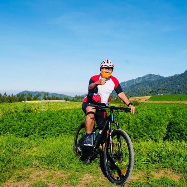 Sekretaris Daerah (Sekda) Kota Malang Wasto saat sedang bersepeda. (Foto: Istimewa).