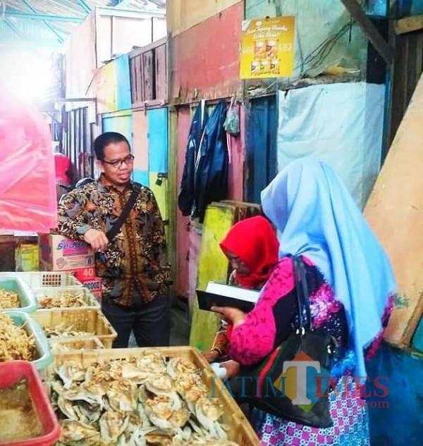 Anggota Fraksi PKS DPRD Kota Malang, Bayu Rekso Aji saat mendengarkan aspirasi dari masyarakat Kota Malang. (Foto: Istimewa).