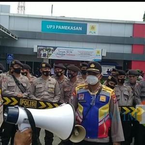 Pelayanan Dinilai Kurang Baik, Barisan Pemuda Bangkalan Datangi Kantor PLN Pamekasan