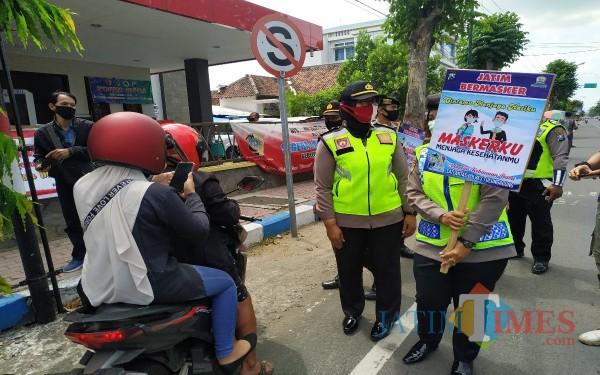 Kegiatan operasi yustisi di Tulungagung / Foto : Anang Basso / Tulungagung TIMES