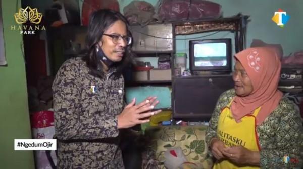 Nenek pengasuh cucu penderita autis (YouTube JatimTIMES)