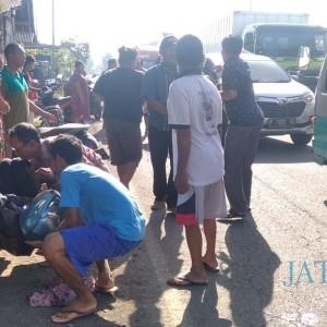 Jalan Bergelombang, Pengendara Kritis Usai Alami Laka Tunggal di Jalur Jember-Surabaya