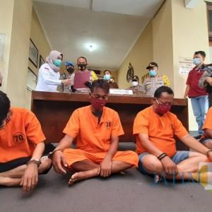 Polresta Kediri Berhasil Ringkus Empat Pelaku Pecurian Relief di Makam Bong China