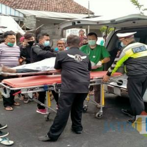 Belok Mendadak, Scoopy Diterkam Kawasaki, Satu Nyawa Melayang di Tulungagung