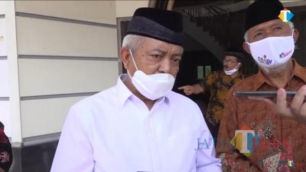MWC NU Kecamatan Gedangan KH Jumari saat bersama Cabup Paslon 01 SanDi HM Sanusi (MalangTimes)