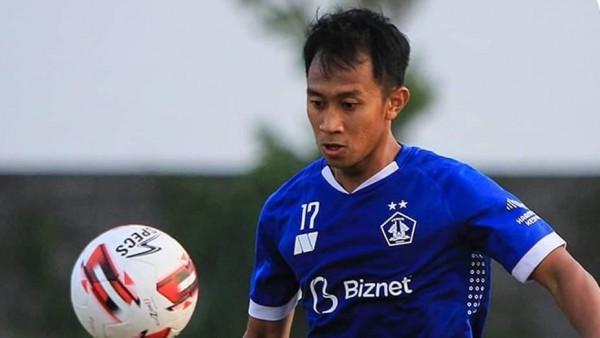 Salah satu pemain Persik Kediri, ketika melakukan latihan di Stadion Brawijaya, Kota Kediri. (Foto: Istimewa)