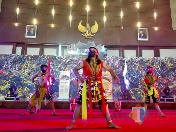 Salah satu tarian tradisional dari Kota Batu yang ditarikan di Graha Pancasila, Rabu (28/10/2020).
