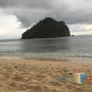 Libur Panjang, Cantiknya Pantai CMC Tiga Warna di Malang Bisa Jadi Pilihan