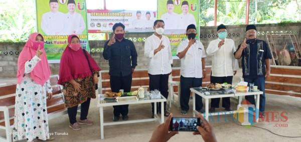 Deklarasi 6 Komunitas All out Menangkan Yuriz di Lapangan Futsal Rejosari Glagah Banyuwangi Nurhadi Jatim Times