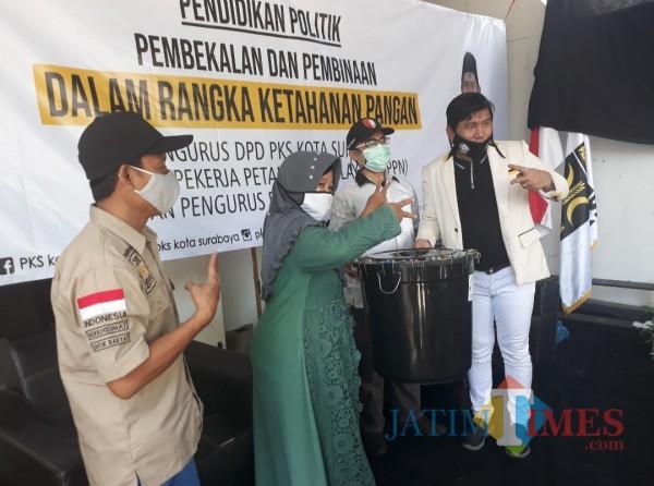 Momentum Ketahanan Pangan, PKS Surabaya Gulirkan Program Gerakan Budikdamber