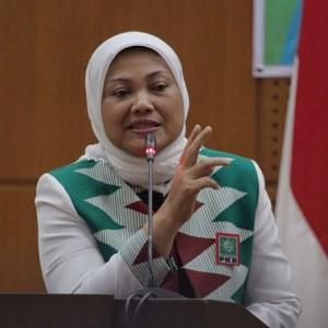 Menaker Ida Fauziyah Beberkan Alasan Tak Menaikkan Upah Minimum 2021