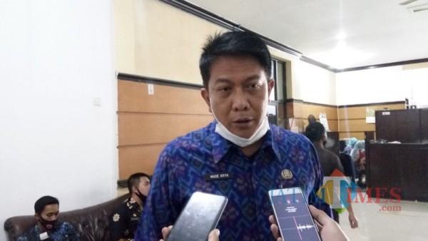Plt Bapenda Kabupaten Malang, Made Arya Wedhantara saat menjelaskan potensi pajak daerah disektor BPHTB (Foto : Dokumen MalangTIMES)