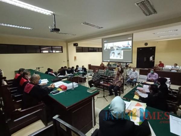 Suasa saat persidangan di Pengadilan Tipikor Surabaya (Foto:Ist/JatimTimes.com)