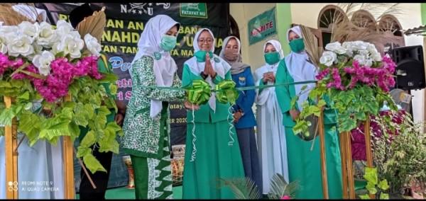 Ketua PC Fatayat Nu saat launching seni marawis Faqoma pada peringatan maulid Nabi