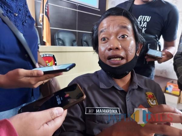 Koordinator Divisi Sosialisasi Pendidikan Pemilih dan Sumber Daya Manusia KPU Kabupaten Malang Marhaendra Pramudya Mahardika. (Foto: Tubagus Achmad/MalangTimes)