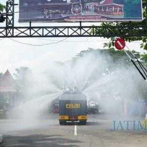 Antisipasi Puncak Libur Panjang, Polisi dan BPBD Semprot Disinfektan di Tempat Wisata