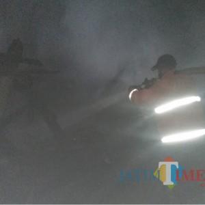 Ragu Gudang Dupa Terbakar akibat Korsleting Listrik, Pemilik Pasrah Polisi