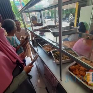 Ingin Bantu Warga, Warung di Kediri Sediakan 100 Porsi Makanan Gratis Setiap Hari