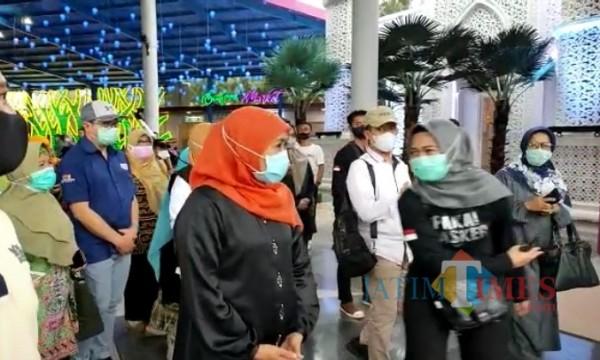 Gubernur Jawa Timur Khofifah Indar Parawansa saat memantau wisata di Jatim Park 3. (Foto: istimewa)