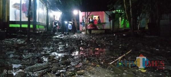 Kondisi rumah warga pasca diterjang banjir (Foto: Abror Rosi/JatimTimes)
