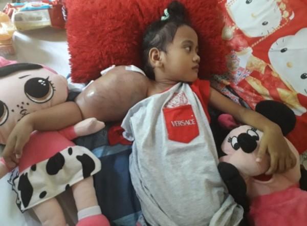 Syafa berjuang melawan kanker yang menggerogoti tubuhnya,Ia berharap sembuh dan bersekolah kembali