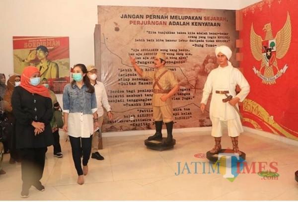 Khofifah saat melakukan kunjungannya di The Legend Stars Jawa Timur Park 3 (Foto: istimewa)