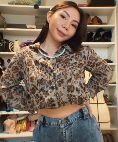 5 Gaya Vintage Pakai 1 Shirt ala Kyra Nadya Ini Bikin Outfit Nggak Ngebosenin