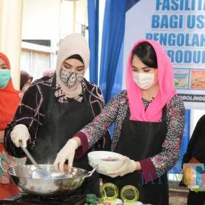Kampanye Gemarikan di Probolinggo,  Arumi Bachsin Sumbang Paket Olahan Ikan